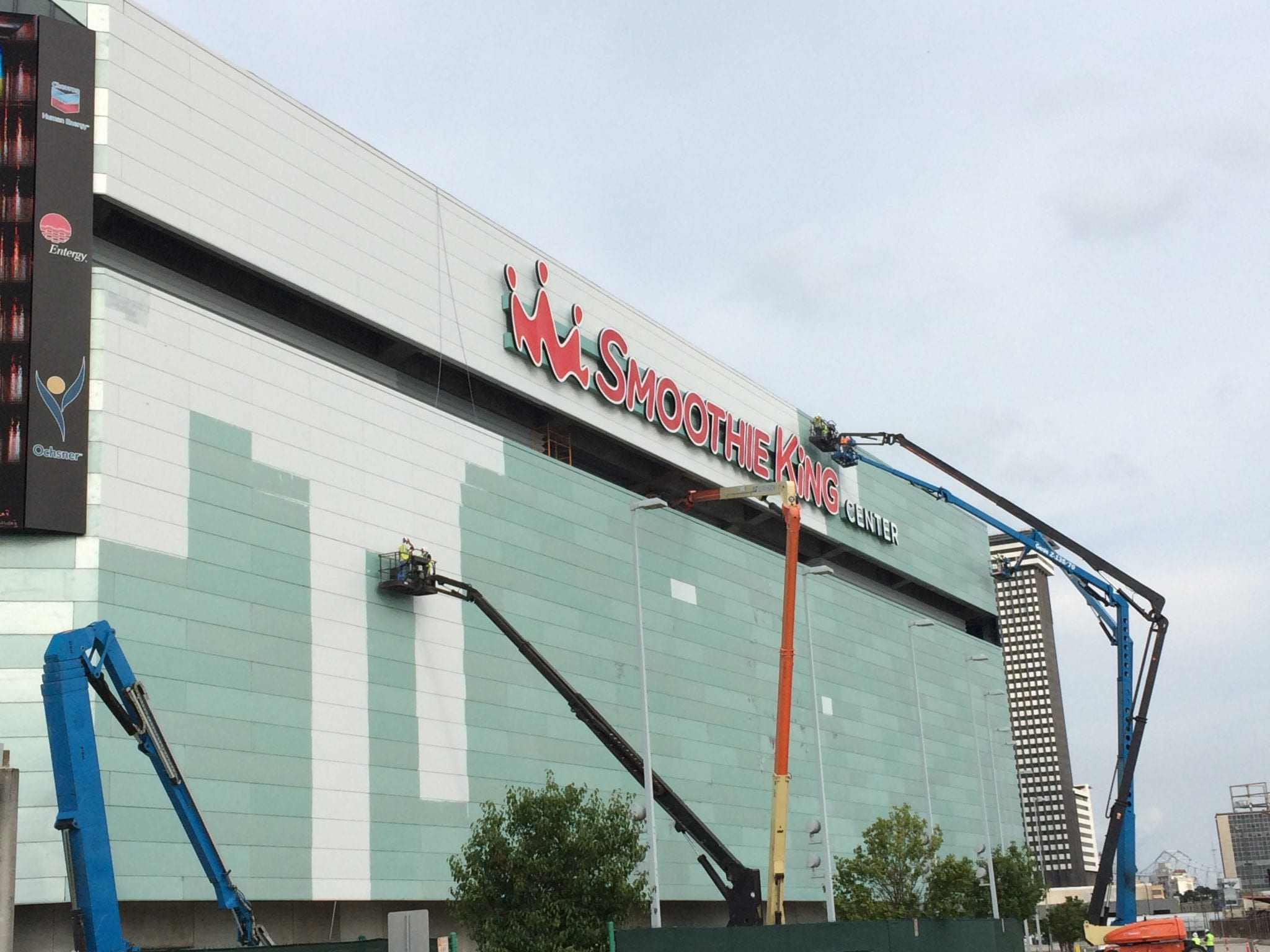 Repainting exterior of smoothie king center